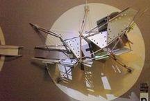 MASCOTA DE JARDÍN / PQÑ / V 1.0 / Proyecto Soporte para juegos infantiles (hasta 9 años). Se compone de dos partes. El primer círculo da lugar a actividades motrices de equilibrio, balanceo y estimulación. El segundo círculo da lugar al bicho Palote (que ha evolucionado y adquirido más cuerpo) que permite ser abordado, resbalado, escalado y trepado. Posee paneles texturados y habilitados como pizarras y superficies sensoriales. Convertirse en una Mascota de Jardín.