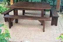 Tavolo da giardino / Tavolo da 10 posti realizzato con legname grezzo uso edile.