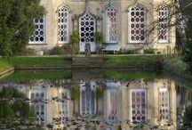 Architecture / Antique garden sculptures, urns, statues, lanterns, fountains, accessories