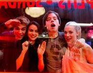 Riverdale / Riverdale is an American television series based on the characters by Archie Comics. The series was adapted for The CW by Archie Comics' chief creative officer Roberto Aguirre-Sacasa. Since 2017