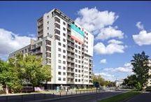 ConceptHouse Mokotów / ConceptHouse Mokotów to budynek mieszkalny położony w Warszawie u zbiegu ulic Cybernetyki oraz Obrzeżnej, w bezpośredniej bliskości Galerii Mokotów oraz kompleksu biurowego Mokotów Business Parku. Znajduje się w nim 160 mieszkań i apartamentów o metrażu od 36 m² do 167 m². W budynku zlokalizowane są również punkty handlowo-usługowe, a także siłownia, sauna i strefa zabaw dla dzieci, oddane do wyłącznego użytku mieszkańców.
