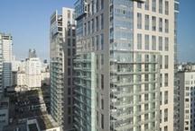 Platinum Towers / Platinum Towers są częścią ekskluzywnego kompleksu apartamentowo-biurowo-hotelowego, który jest usytuowany przy zbiegu ulic Grzybowskiej i Wroniej w Warszawie. W skład kompleksu wchodzi również budynek hotelu Hilton. Dotychczas w ramach projektu powstały dwie dwudziestodwupiętrowe wieże z 396 apartamentami, zajmującymi łącznie powierzchnię 24 000 m kw., które zostały oddane do użytkowania w 2009 roku.