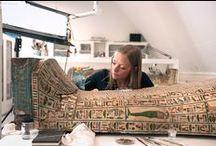 Fotocolumn over verbouwing, Leids Dagblad / Op 11 mei 2015 sloot het Rijksmuseum van Oudheden tijdelijk de deuren voor de vernieuwing van de zalen over de Grieken, Etrusken en Romeinen. Het museum, inclusief de nieuwe zalen met de collecties uit de Klassieke Wereld, gaat medio december 2015 weer open. Topstukken uit de collectie moeten noodgedwongen worden verplaatst. Leidsch Dagblad-fotograaf Rob Overmeer verblijft achter de schermen van het museum en volgt deze bijzondere operatie.