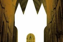 Tijdvak 4: Steden en Staten / In Nederland is het examenprogramma van het vak Geschiedenis verdeeld in tien tijdvakken. De collectie van het Rijksmuseum van Oudheden sluit aan bij de eerste vier tijdvakken van het eindexamen. Tijdvak 4 omvat de Late Middeleeuwen. Als u op één van de afbeeldingen klikt, wordt u doorverwezen naar de collectie database van het Rijksmuseum van Oudheden. Hier vindt u topstukken uit de museumcollectie en aanvullende informatie die u in uw lessen kunt gebruiken.