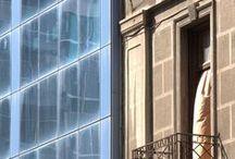 Κτίρια: παλιότερα-νεότερα / Φωτογραφίες τμημάτων παλιών και νέων κτιρίων που γειτονεύουν, σε διάφορα σημεία της πόλης.  Σε όλες της φωτογραφίες της σειράς η λήψη έγινε από τον Βαγγέλη Κώστογλου.  Ελέυθερες για μη εμπορική χρήση, χωρίς όμως αλλοιώσεις.