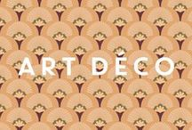 Art Deco by PaperMint / PaperMint vous invite dans son univers Art déco, regroupant les collections Arlequins, Manhattan, 1925 & Palm comportant des papiers-peints et des stickers repositionnables. Laissez-vous envoûter par ces motifs entre passé et futur.