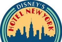 Disney's Hotel New York / Vivre le confort d'un palace dans le style typique de New York des années trente. Inspiré par l'époque des immigrants et des millionnaires, du 'Roaring Twenties 'et l'Art déco, vous remontez dans le temps. Gouter à l'ambiance excitante du « Big Apple ». On se lève dans l'énergie du Manhattan pétillant et laissez vous entourer par ses gratte-ciel très hauts, les héros de base-ball et les rêves infinies. Dans Disney's hôtel New York®, the sky is the limit!