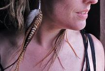 Volver a Volar - Natural Rooster Feathers / There is nothing more beautiful than a well made pair of rooster feather earrings. All of the feathers used are cruelty free and made with love!