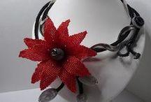 květinové náhrdelníky-brože