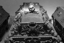 Ataúdes (Coffins)