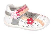 Billowy a 19,90 euros todo piel / Sandalias para niñas y niños de la marca Billowy de piel y con mucho diseño.