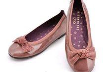 Hispanitas Child / En Nuestra zapatería infantil hemos seleccionado con mucho cuidado nuestros modelos de zapatos de niñas y botas de niñas de la maraca Hispanitas para ofrecerte lo mejor. Como siempre disponible en nuestra web de venta online.