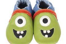 Patuflas muy divertidas de Robeez / Para los y las más pequeñas de la casa no te pierdas nuestros patucos hechos en las pieles más blanditas y con un diseño muy original y divertido. Se usan también en las escuelas infantiles como segundo calzado y son de la marca Robeez.