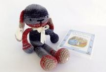 Amigurumi / The aim of the seminar is to enable someone to construct dolls with wool crochet (amigurumi) reading patterns. It is not necessary to know the basic techniques because everything will be taught in the seminar.