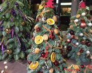 Χριστουγεννιάτικες Προτάσεις / Μαζί με το εργαστήρι του Άγιου Βασίλη και το Ανθοπωλείο Les Fleuristes ετοιμάζει Χριστουγεννιάτικες προτάσεις!  Στόλισε το σπίτι, το γραφείο, δώρισε ξεχωριστές Χριστουγεννιάτικες συνθέσεις, δεντράκια και στεφάνια. Με φρέσκα λουλούδια, κλαδιά από έλατο, κεριά και γιορτινά διακοσμητικά. Για παραγγελίες τηλ. 2108947766.