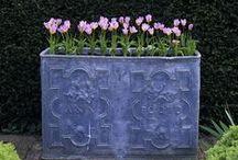 Un coin jardin en ville -  A garden corner in town / (styles country chic, romantic, manor, charm, gustavian, victorian - campagne cottage chic, romantique, manoir, charme, château, victorien, gustavien)
