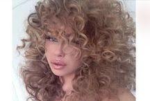 Hairstyles / by Miranda Botelho