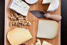 Tablas de queso, saladitos y cosas ricas!! ummmmm / Aperitivos, queso, saladitos y presentaciones que me llaman la atención / by Ana León FdzdeCórdoba