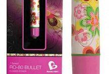 Vibrator bullets sexlegetøj / Alting behøves ikke være så stort - se f.eks. Rocks Off RO-80 bullet - kraftfuld men lille og diskret - og et af de mest solgte sexlegetøj i verden. Små sexlegetøjs bullets er ideelt kvinder og kommer i alverdens flotte designs