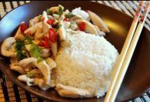 Kuchnia Tajska / Kuchnia Tajska powoli staje się niemal tak popularna jak kuchnia chińska. Jej zaletą są bezsprzecznie mało spotykane w innych kuchniach smakołyki takie jak koniki polne czy mrówki