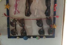 Sun glasses holder / Eski resim çerçevelerinizi boyayıp çeşitli objelerle süsleyerek gözlükleriniz için harika bir askı yapabilirsiniz.