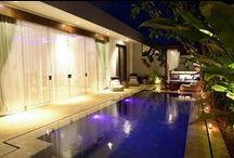 Villa's op Bali / Met je eigen vrienden, familie of reisgezelschap een vakantie doorbrengen in een mooie privé-villa op Bali: dat is genieten! Genieten van comfort, de omgeving en het privé-zwembad.