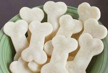 DOG TREATS • DIY / DIY dog treats | homemade dog treat recipes | puppy chews | treat jars | printables | all things puppy dogs