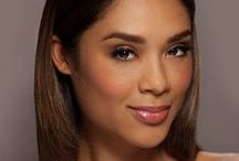 Glamsquad's the Exec / Enhanced eyes, a delicate peach cheek and subtle lip. A fresh-faced daytime look!