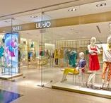LIU•JO SINGAPORE / Concept store Liu Jo Singapore The alternation between gold, steel and wood, and the presence of semi-transparent screening contributes to creating balanced subdivisions between different shopping areas, making for a more suggestive shopping mood.