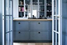 Kitchen - blue cabinets / A good cabinet is at the heart of every kitchen