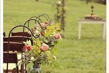 Matrimonio low cost / Idee per organizzare un matrimonio per chi dispone di un budget ridotto.