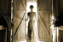 Wedding Photo Inspiration! / Photos I'd love to have captured on my big day :-) / by Jackie Dilworth