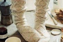 Hiver / Profiter de l'hiver, ces moments où le feu de la cheminée côtoie les flocons de neige, les balades dans la nature endormie, la sensation douillette de la laine et des boissons chaudes... #hiver #winter