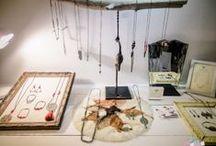 Espace créateurs / Je parle ici des créateurs et des créatrices rencontrés dans une boutique, un marché, un salon, leur atelier... Leurs créations sont variées : des bijoux, de la vaisselle, des accessoires, des sacs, des tote-bag, des doudous, des coussins, du mobilier, des vêtements...  J'habite à Toulouse donc il est bien évident que je rencontre le plus souvent des créateurs toulousains.