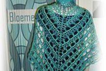 SHAWLS haken BLOEMENDALWOL creaties / Gehaakte shawls, die ( als we ze niet aan hebben) te zien zijn in onze winkel www.bloemendalwol.nl haken wol  wolle yarn crochet bloemendalwol shawls omslagdoeken garen wrap