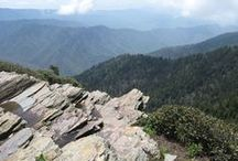Hiking / At the peak of the Smokies, just above Cherokee, you can hike along the Appalachian Trail and admire the vista from Newfound Gap, Clingmans Dome or Charlie's Bunion (one of the most popular overlooks in the Smokies).