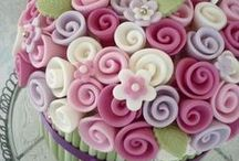 Fondants, Frostings and decoration ideas... / Fab ideas for decorating cakes and cupcakes! #howto #icing #fondant #cakedecorating #cupcakes #sugarart