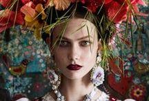 Glamour / Séduction et liberté d'allures : créez votre style, inventez votre vie comme vous l'imaginez. Des bijoux aux détails chics.