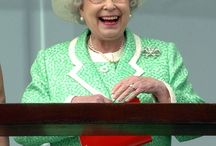~*~The Queen~*~ in green & yellow