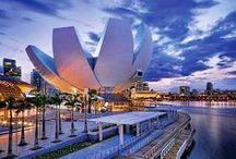 Singapura | Ásia / O país está comemorando o seu Jubileu de Ouro ou 50 anos de independência. Ou seja, é um ano de festa no país. Além das atrações que já possui, como hotéis modernos e um cenário fashion e de restaurantes em expansão, novos desenvolvimentos são esperados, como as melhorias de seu já premiado aeroporto de Changi.