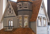 Doll houses / Dolls houses