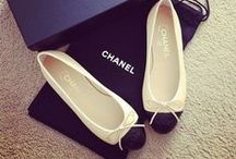 """❥ Les Chaussures / """"Give a girl the right shoes, and she can conquer the world"""" - Marilyn Monroe"""