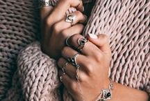 Girl's best friends / Be it a perfect engagement ring, classic wedding bands, bracelets and necklaces or even tiaras - jewellery pieces are a perfect to complete your look! Here are some pieces that inspire us.