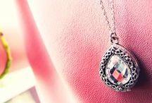 Mes bijoux fins / Blog Post / J'adore les bijoux fins, romantiques, originaux (formes nuage, éclair, coeur...!), pierres précieuses ou semi précieuses...qu'ils soient en or, en argent ou en toc! Voici ma petite collection personnelle :)