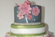 Taart en gebak / Tips en inspiratie voor je bruiloft. Taarten die wij kunnen leveren, taarten die ons inspireren, leuke manieren om je taart te presenteren en natuurlijk handige tips.