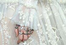 Dreamy clothes / gown, robe de soirée, tulle, sequins, glitters, lace, dentelle, luxe, haute couture, chanel, bridal