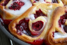 Food...Coffee Cakes & Sweet Rolls / by Margaret Lennon