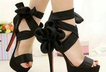 Zapatos y zaptillas / Porque unas zapatillas visten a una mujer... vaya, la colocan más cerca del cielo...