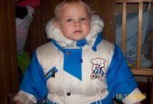 Малыши в Зимней одежде / Малыши в костюме Аляска