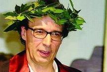 ♚Il mitico Roberto〽️✍ / Roberto Remigio Benigni (Manciano La Misericordia, 27 ottobre 1952) è un attore, comico, showman, regista, sceneggiatore e cantante italiano. Iniziare un cammino ci spaventa,ma dopo ogni passo ci rendiamo conto di quanto fosse pericoloso rimanere fermi.(R.Benigni)  NO PIN LIMITS
